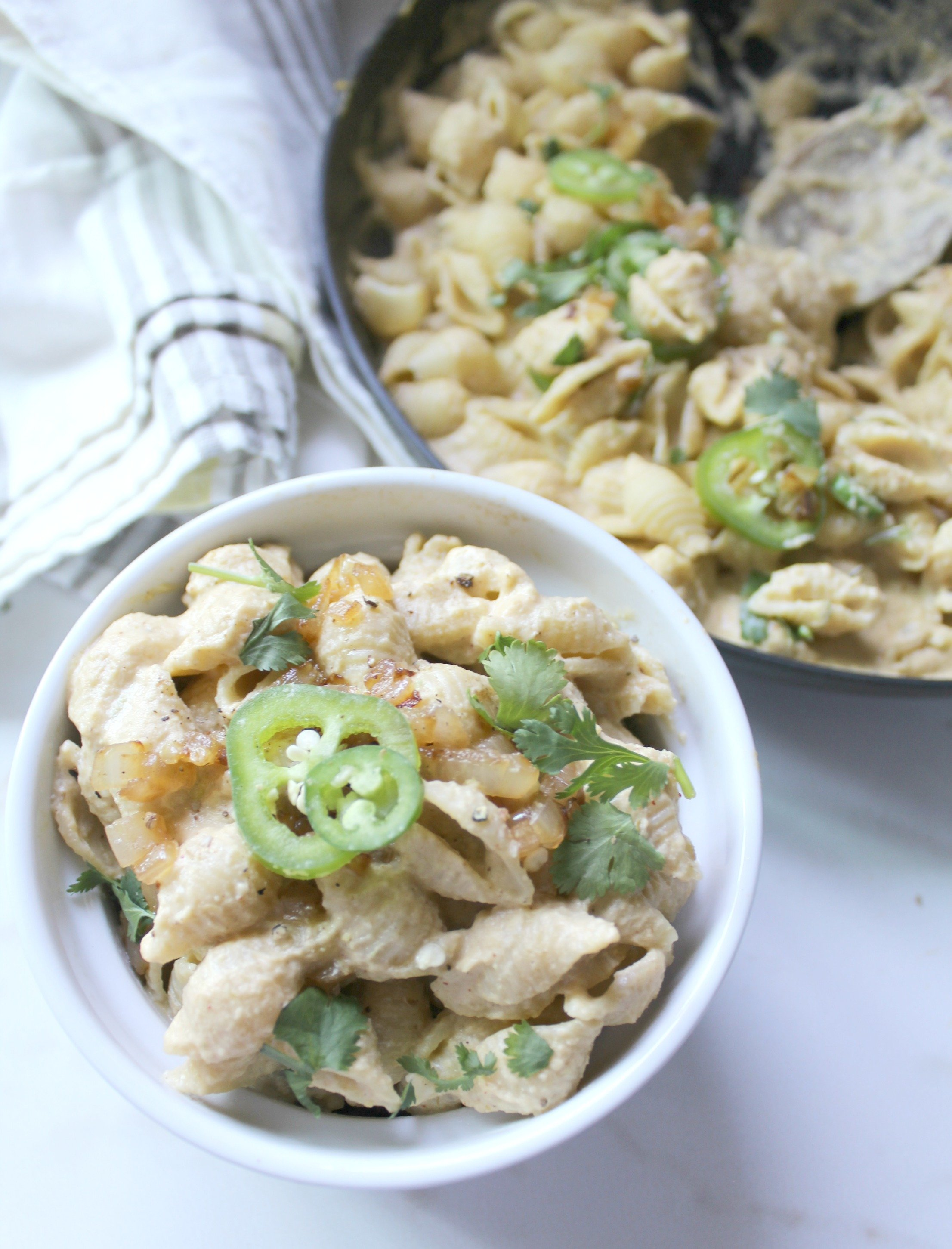 This 3 Pepper Vegan Mac and Cheese is creamy and spicy!   ThisSavoryVegan.com