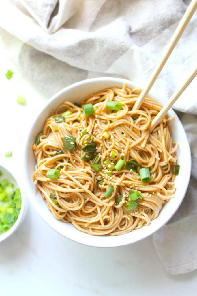 TheseSimple Sesame Ginger Soba Noodles are the perfect vegan one pot meal for busy weeknights. Ready in 10 just minutes! | ThisSavoryVegan.com