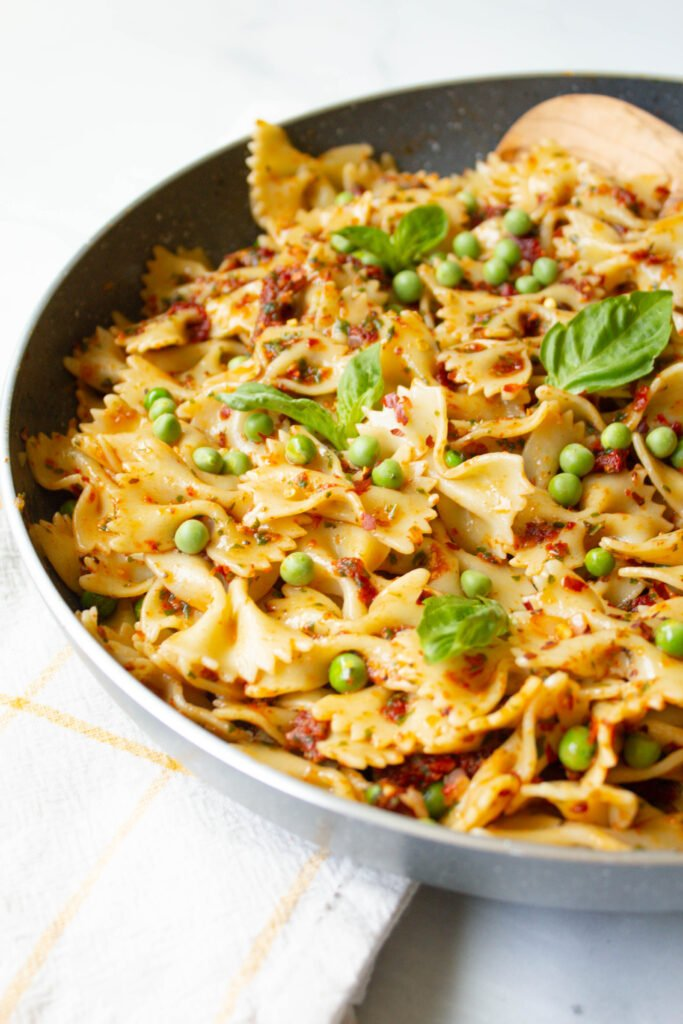 This Vegan Sun-Dried Tomato Pesto with Spring Peas is a quick and easy dinner - ready in less than 30 minutes and filled with bright and fresh flavors | ThisSavoryVegan.com #thissavoryvegan #vegan #veganpasta