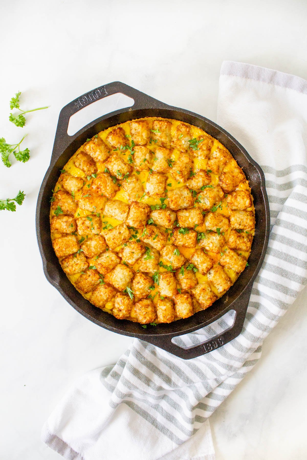 This Vegan Tater Tot Breakfast Casserole is loaded with vegan eggs, vegan sausage, tempeh bacon and veggies. The perfect vegan brunch or meal prep breakfast   ThisSavoryVegan.com #thissavoryvegan #veganbrunch #vegancasserole