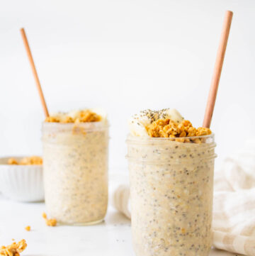 These Peanut Butter Banana Overnight Oats are the perfect make ahead vegan breakfast - serve hot or cold with extra banana slices and granola   ThisSavoryVegan.com #thissavoryvegan #overnightoats #veganbreakfast
