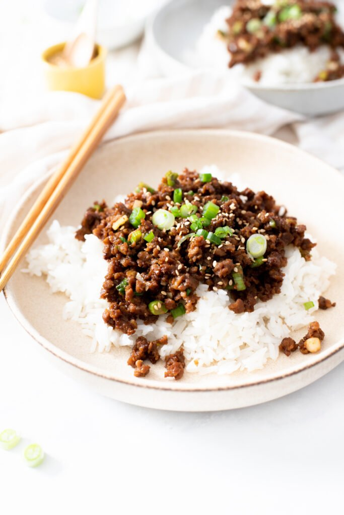 These Vegan Korean Beef & Rice Bowls are ready in 20 minutes and require just a handful of ingredients. A quick vegan dinner idea   ThisSavoryVegan.com #thissavoryvegan #veganbeefbowls #quickvegandinnerideas