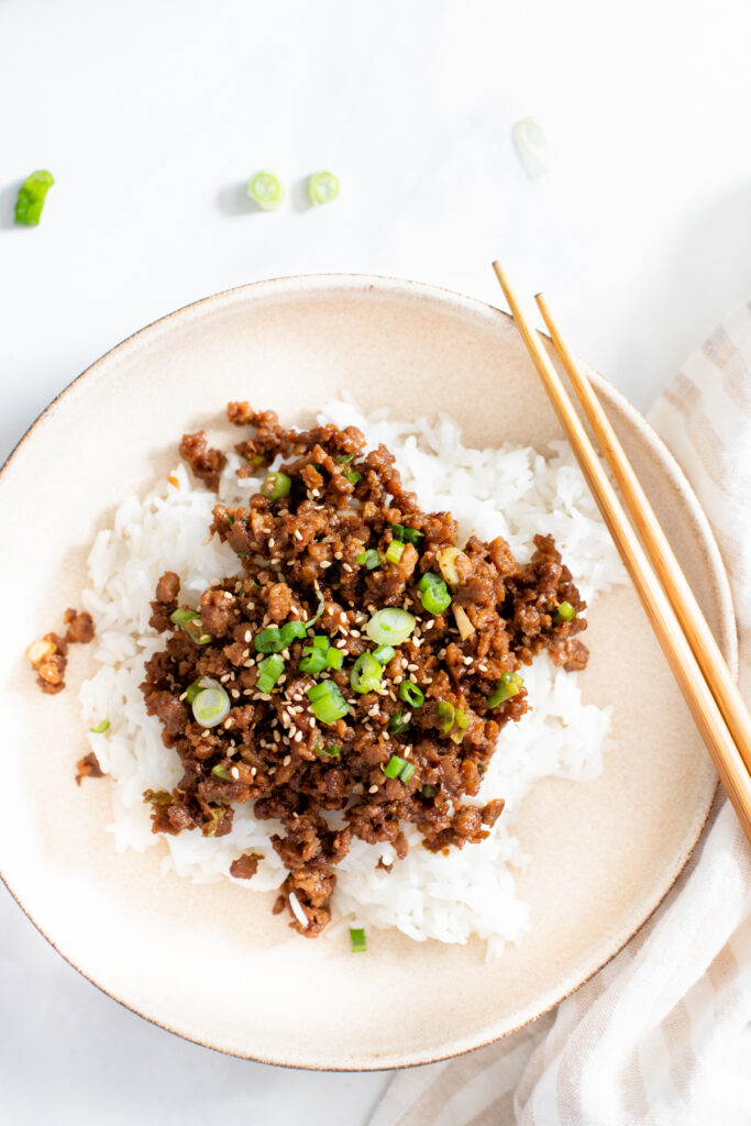 These Vegan Korean Beef & Rice Bowls are ready in 20 minutes and require just a handful of ingredients. A quick vegan dinner idea | ThisSavoryVegan.com #thissavoryvegan #veganbeefbowls #quickvegandinnerideas