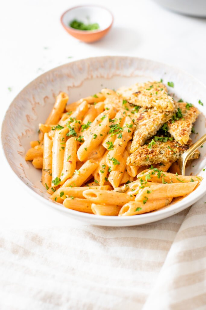 This Vegan Cajun Pasta with Panko Tempeh is comfort in a bowl. Creamy pasta, crunchy tempeh and the perfect amount of spice - a must make   ThisSavoryVegan.com #thissavoryvegan #veganpasta #tempeh