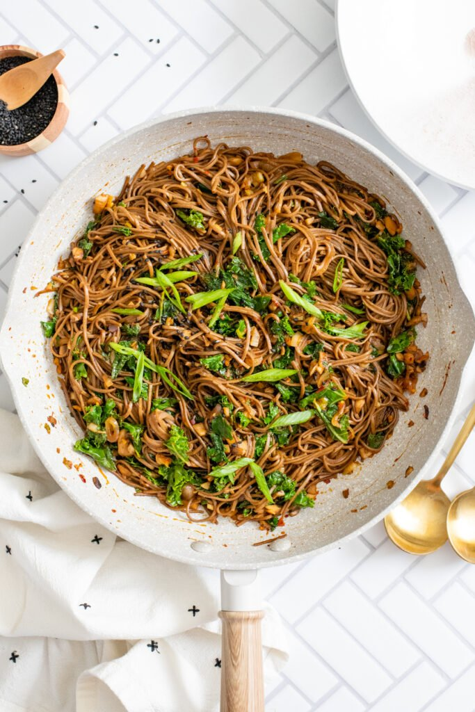 These Mushroom & Kale Soba Noodles are the perfect quick vegan dinner. The mushrooms are pan fried and tossed with kale, sauce & noodles | ThisSavoryVegan.com #thissavoryvegan #quickvegandinner #vegannoodles